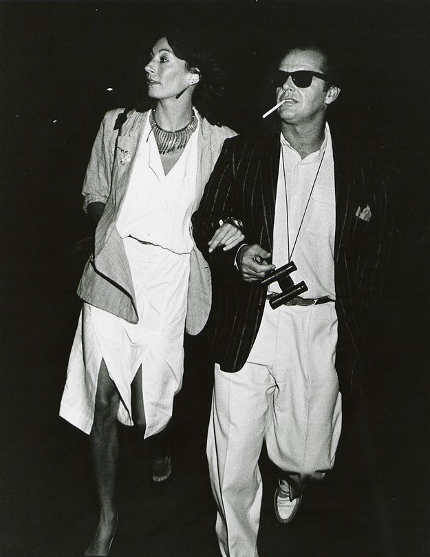 Sometimes, they were too cool to look at the camera. It didn't matter. | Jack Nicholson and Anjelica Huston Were The Coolest Couple Of The '70s And '80s
