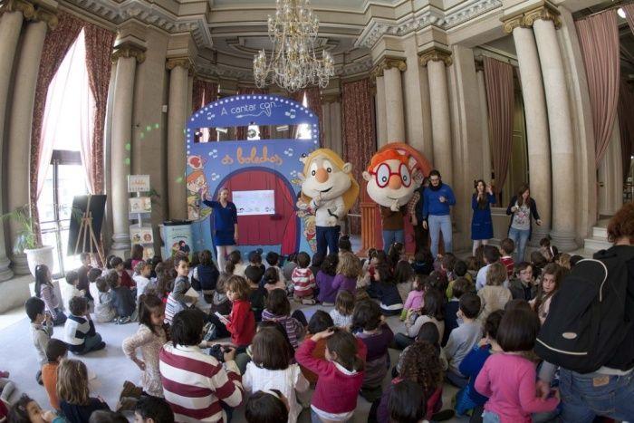Levan dous anos recorrendo toda Galicia para sorprender ós cativos con diferentes actividades.
