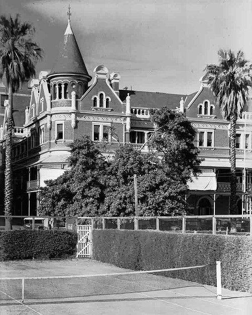 Esplanade Hotel, Perth, c. 1934. State Library of Western Australia 102466PD