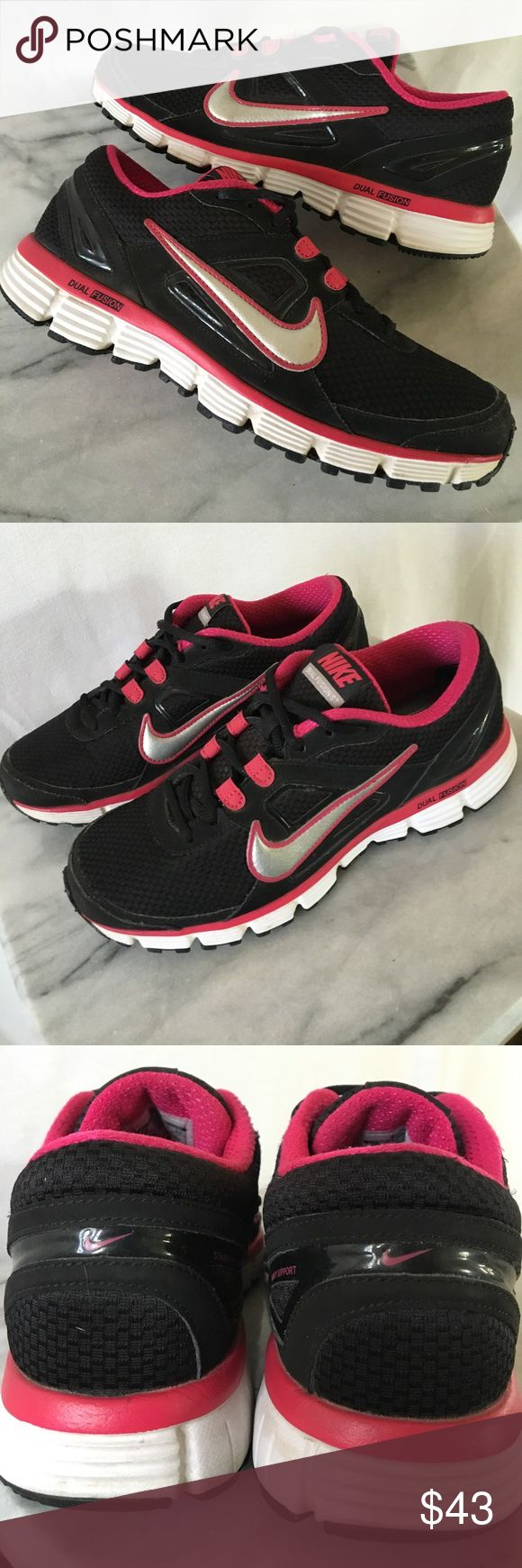 NIKE DUAL FUSION ST Excellent condition! Black/white/fuchsia. Thanks! 💋👣💋 Nike Shoes Athletic Shoes