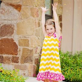 Easy to follow tutorial on how to make a Pillowcase dress. Tutorial has a free pattern & ideas for different versions. Great for beginners.