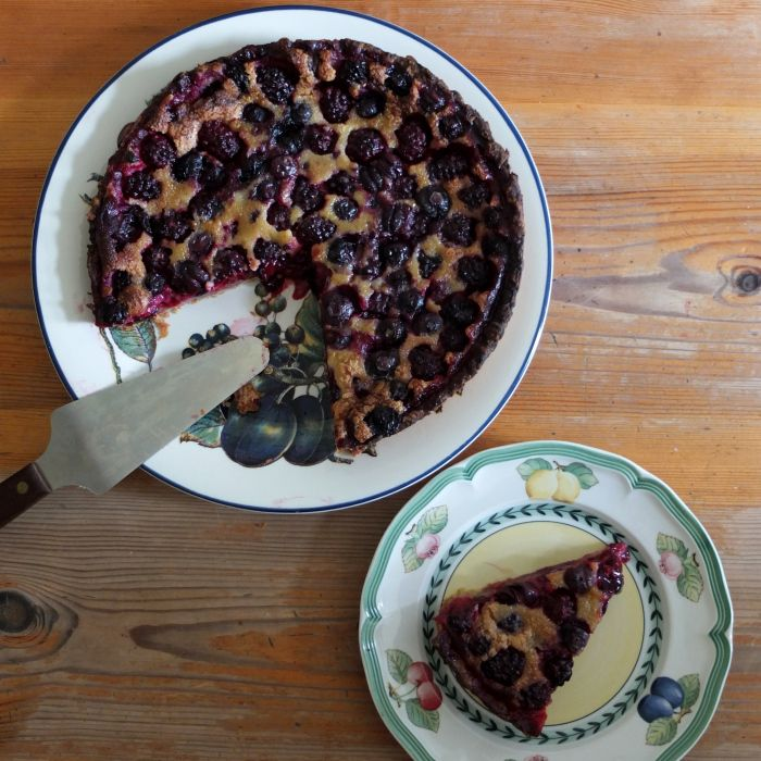 A black and blue berry nice summer tart with a hint of mint! #berry #spelt #tart #recipe