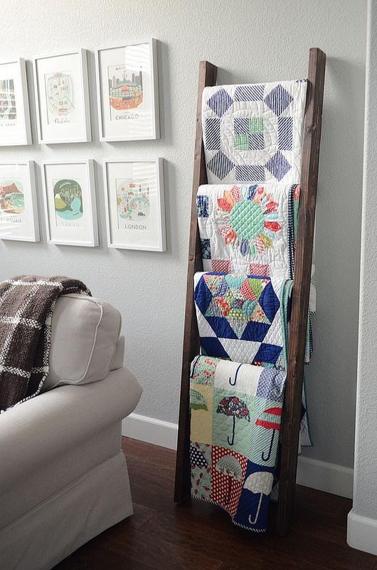 DIY quilt ladder.  Dimensions given.