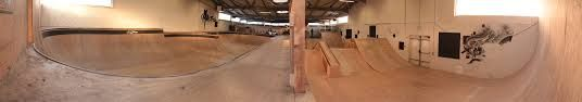 Salut . Vous connaissez le skate parc d'Aurillac ? Si non , voici une photo pour vous donnez une idée de comment il est.  Moi ce week-end , j'y suis allé et je peut vous dire qu'il ait trop bien . Hakan .