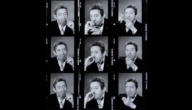 9 fois Gainsbourg,1989,deMichel Giniès.  Gainsbourg - Toujours - 25 ans  Gainbourg qui écrit, Gainsbourg pianotant, Gainsbourg qui sourit, Serge et Jane, Nana et Serge, Gainsbourg heureux, Gainsbarre bourré, Gainsbourg qui pisse, Gainsbourg qui pleure, Gainsbourg nu, dessiné, chantant, fatigué, élégant, qui fume, en smoking, décoiffé, maquillé, beau, laid, admirable, magistral, humble, pédant, seigneurial, populaire, grand, sublime... Gainsbourg, Toujours. 15 photographes et 2…
