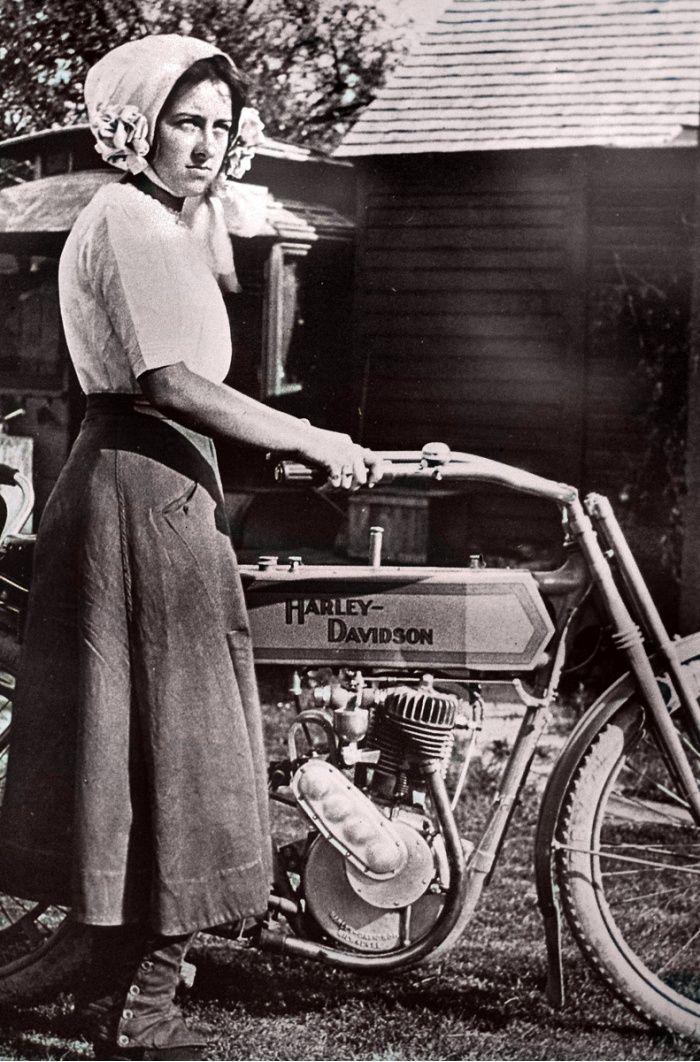 Mädchen auf einem alten Motorrad: Posten Sie Ihre Bilder! – Seite 835 – ADVrider   – I eNjOy BeInG a GiRl