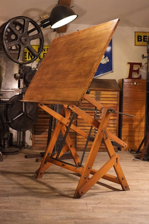 table a dessin UNIC ancienne en bois plus d'info sur: http://ift.tt/1j72nM2 #deco #design #antiquitesdesign #loft #usine #industriel #vintage #toulouse #french #industrial