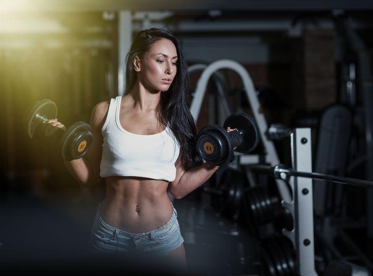 Przepis na idealny brzuch - najlepsze ćwiczenie na rzeźbę brzucha - odpowiednie odżywianie plus najlepsze ćwiczenia na rzeźbę, to klucz do sukcesu.