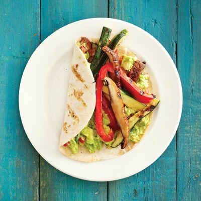 Déjà le Super Bowl! Inspirez-vous de nos recettes à l'occasion de cette soirée sportive haute en couleurs. Tacos, nachos, salsa et ailes de poulet sont au menu.