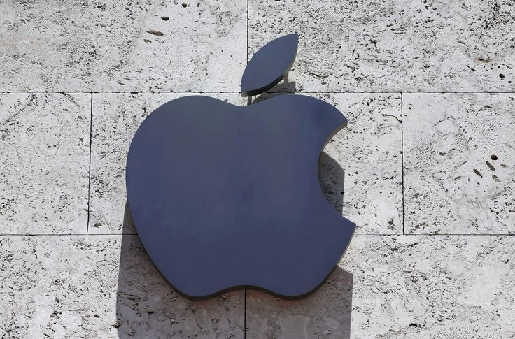 Apple has announced the resignation of its vice president of diversity and inclusion just one month after she apologized for saying white people can be diverse.