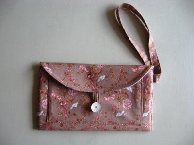 wristlet tutorial - There are lots of pockets in there!