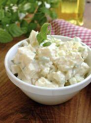 Kan du tenke deg spekemat uten potetsalat? Den tryller du frem på få minutter uten at det koster deg mye bryderi.