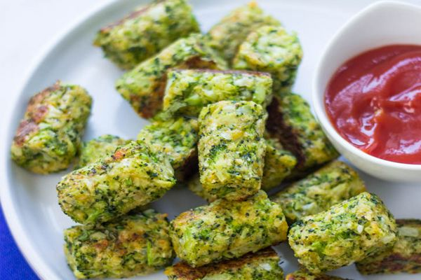 Veja aqui como cozinhar os bolinhos de Brócolis