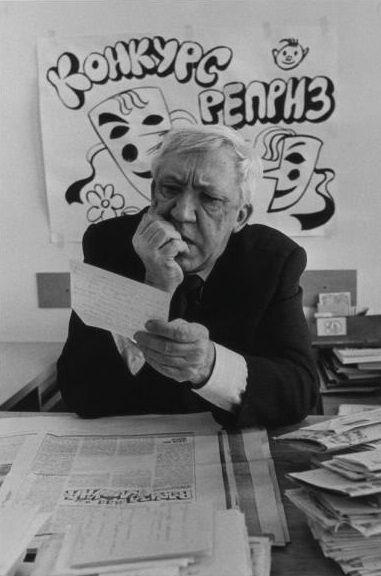 Юрий Никулин читает письма читателей на конкурс «Реприза для клоуна», 1980–е годы, Москва