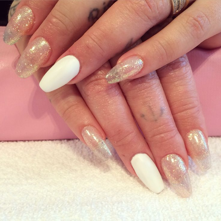 Acrylic nails by Trine done at California Nails  #californianails  #nails #negler #nailart #design #glitter #stavanger #norway #norge #chrome #glitter #dailycharme #acrylic #shellac #matte #white