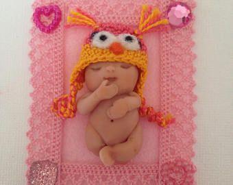Bebé de arcilla de polímero, dormir bebé, niña, pastel de cumpleaños, Baby Shower, bebé miniatura, muñeca arte, nuevo bebé, nueva mamá, escultura, colección