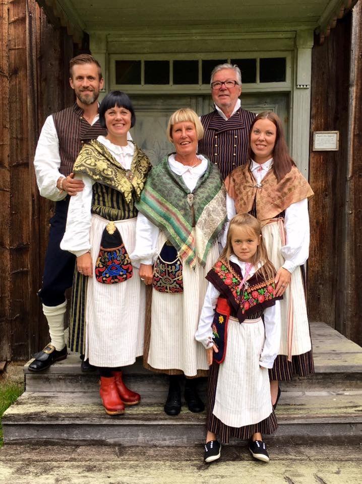 Folkdräkter från Rengsjö i Hälsingland.