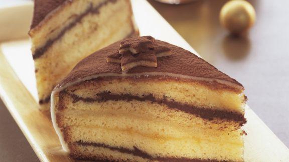 Rezept: Weihnachtliche Torte mit Marzipan