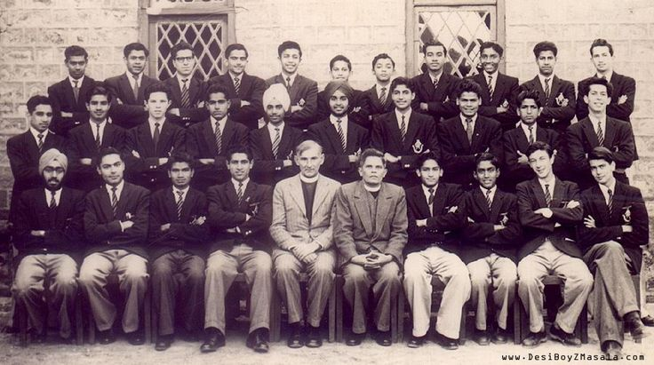 Rare picture of Amitabh Bachchan in School. Can you recognize him?
