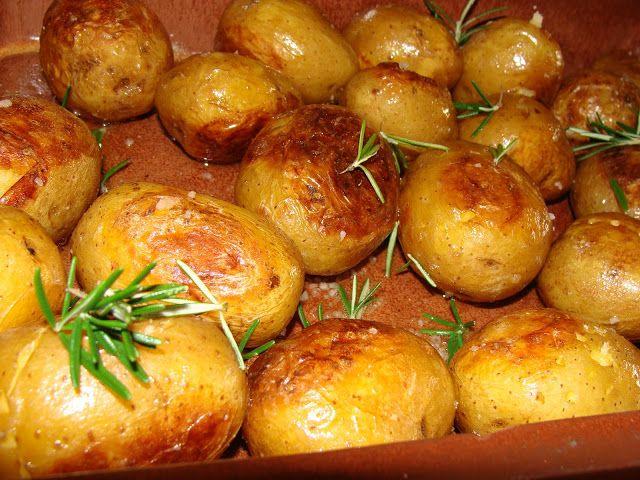 Pratos y Panelas: Batatas Assadas no Forno com Alecrim Sal Grosso e Azeite