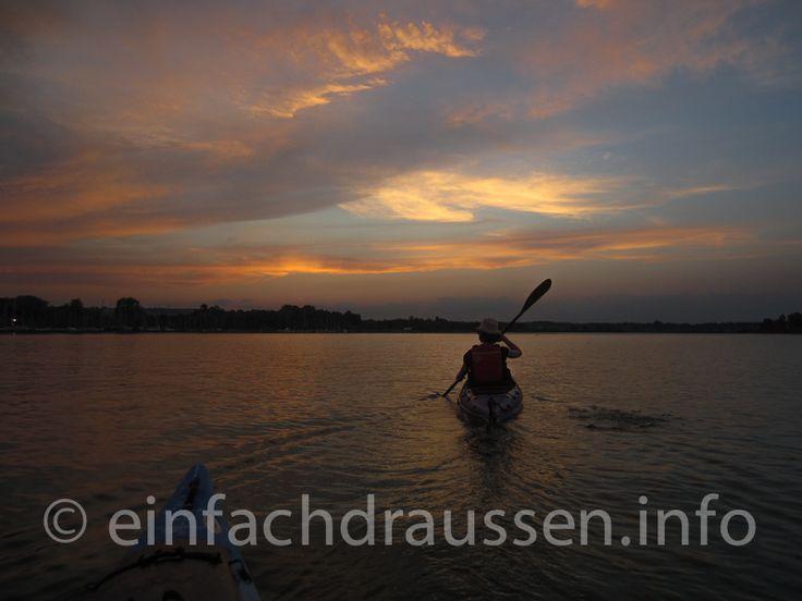 Chiemsee zwischen Prien und Herrenchiemsee bei Sonnenuntergang