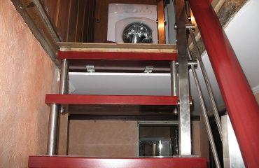 Лестница на больцах. Спроектирована и изготовлена компанией TitaniumStairs (Киев, Украина)