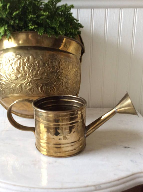 Vintage brass watering can with sprinkling nosle. Holds 3 cups of water. Great planter for small house plants, air ferns or succulents. Small enough for window decor in kitchen. Lightweight, & small in size. Vintage brass wall pocket sold separately in shop. 🌿In good vintage