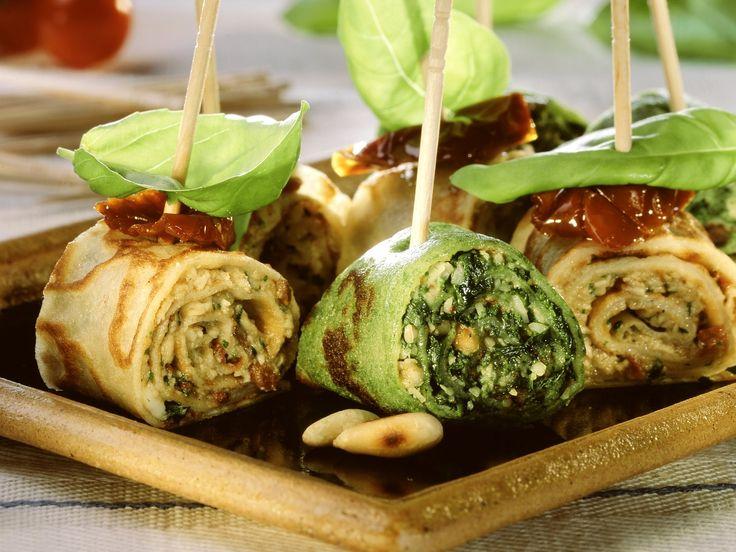 Pfannkuchenrouladenmit Mozzarella- und Spinatfüllung | Zeit: 1 Std. 15 Min. | http://eatsmarter.de/rezepte/pfannkuchenrouladen