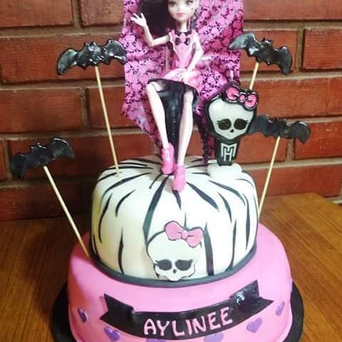 #MonsterHight #Fondant #cake by Volován Productos  #instacake #Chile #puq #VolovanProductos #Cakestagram