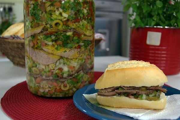 Lagarto de Férias - Receitas Na Cozinha LAGARTO DE FÉRIAS é uma receita prática e deliciosa para quem não gosta de perder muito tempo na cozinha. Prepare essa delícia, coloque em um pote e consuma por dias a fio, em sanduíches ou com a salada de sua preferência. http://receitasnacozinha.com.br/lagarto-de-ferias/