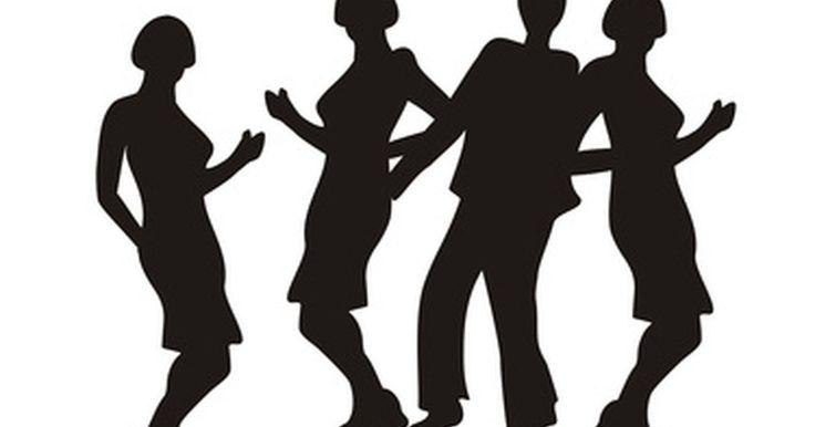 """Como fazer uma festa com o tema do fime """"Dirty Dancing - Ritmo Quente"""". Prepare seus sapatos de dança e volte atrás no tempo para fazer uma festa com o tema do filme """"Dirty Dancing - Ritmo quente"""". Celebre com amigos e recorde os momentos desse clássico do cinema americano. Lançado pela primeira vez em 1987, estrelando Patrick Swayze e Jennifer Grey, o filme tem como cenário o começo do ano de 1960 em uma estância de ..."""
