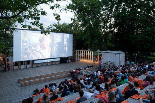 moscow outdoor cinema © Ilya Ivanov