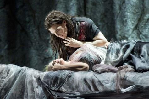 Der Ring des Nibelungen. Teatro alla Scala 17-18-20-22 giugno 2013 24-25-27-29 giugno 2013  Una storia infinita, e che vorresti non finisse mai. Il Wagner più autentico, un capolavoro senza eguali di arte e musica.   Al Teatro alla Scala, a partire dal 17 giugno, la saga dei Nibelunghi diretta magistralmente da Barenboim, ti incatenerà alla tua poltrona, con la complicità di effetti scenici spettacolari e ti sembrerà di essere in un altro mondo Per info e tickets: opera@esatour.it