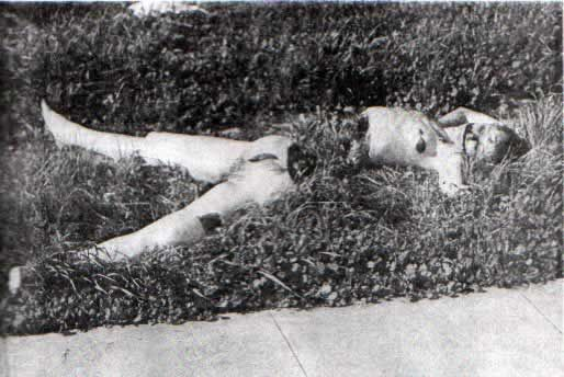 .The last time Elizabeth Short was seen, it was in the lobby of the Biltmore Hotel, where she had gone to meet her sister. And this is where the trail also ends for authorities. Somewhere, she met the person who would slay her. Her trail was covered so completely that police searched extensively for her clothing, in drains and sewers for miles around the murder scene, but never found a trace of it.