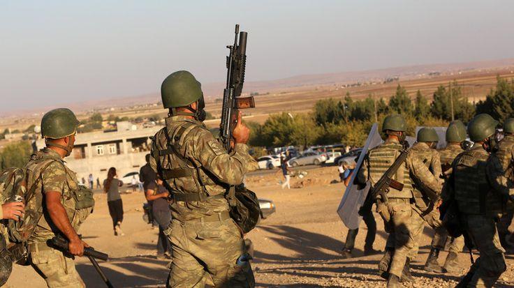 Enam tentara tewas dalam ledakan bom yang memukul konvoy militer Turki  VAN (Arrahmah.com) - Enam tentara tewas dan dua terluka ketika sebuah bom ranjau meledak menghantam konvoy militer di tenggara Turki ujar pernyataan militer Turki pada Selasa (24/5/2016). Milisi Partai Pekerja Kurdistan (PKK) disalahkan atas serangan tersebut.  Kendaraan lapis baja yang membawa tentara dihantam ledakan bom yang ditanam di tepi jalan di provinsi Van tenggara Turki ujar pernyataan tersebut.  Bahan peledak…
