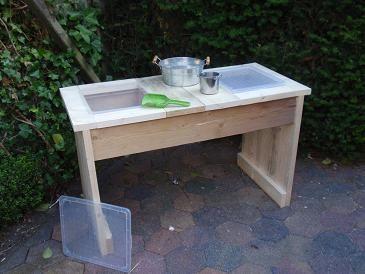 Zandtafel van oersterk steigerhout met twéé bakken! Eéntje voor water en één voor zand! Voor optimaat speelplezier!