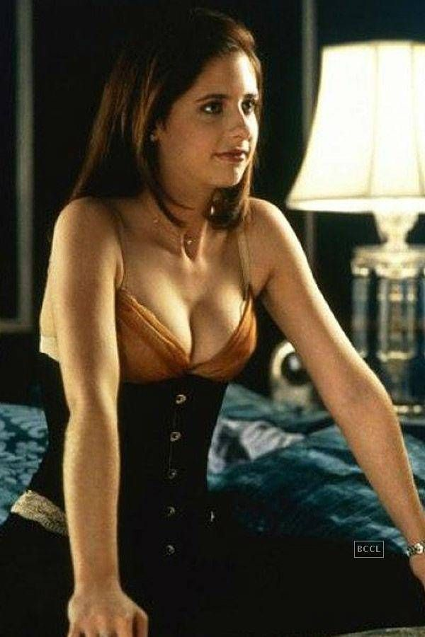 Sexy Movie Characters  Places To Visit  Sarah Michelle -8906