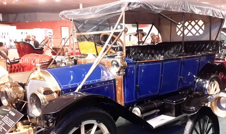 1912 Hudson Car - Right-side view. Best touring car of its day. It has no fan behind the radiator. This car depends on air draft from the flywheel. It has 25.6-HP, 4-cylinder, water-cooled, gasoline engine. It cost $1,600 and was made in Detroit, MI.