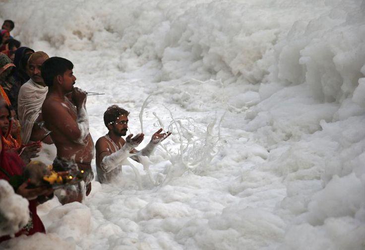 Inde: une rivière sacrément polluée!