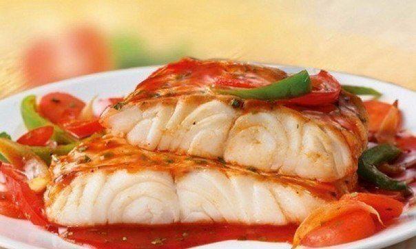 """ТОП-5 РЫБНЫХ РЕЦЕПТОВ ДЛЯ УЖИНА   1. Рыба """"по-французски"""" на ужин  ИНГРЕДИЕНТЫ: ● Филе рыбы - 500 г (у нас судак) ● Помидор - 1 шт ● Натуральный йогурт - 1 ст. л ● Сыр нежирный - 75 г ● Соль, перец - по вкусу  ПРИГОТОВЛЕНИЕ: Рыбу нарезать небольшими кусочками. Посолить, поперчить, оставить на 15-20 минут. Выложить в форму. Следующим слоем идут нарезанные кружочками помидоры. Далее смазываем йогуртом. Натираем на мелкой терке сыр. Выкладываем последним слоем. Отправляем в духовку на 30-40…"""
