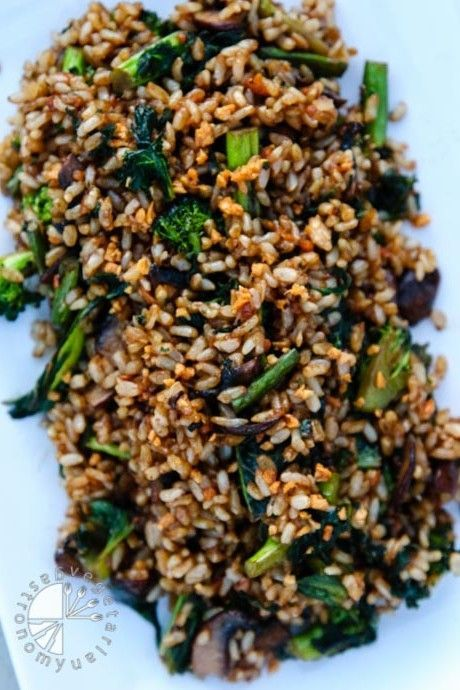 Crispy Garlic Fried Brown Rice w/Kale (vegan, gluten-free) - Vegetarian Gastronomy