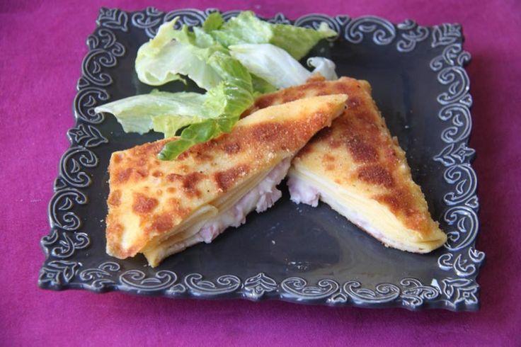 Aujourd'hui c'est une recette salée que je vous propose.. mes enfants ont adoré ! (et moi aussi je dois l'avouer ! ) des crêpes croustillantes... fondantes... hummmm... simplement accompagnées d'une salade verte et le tour est joué ! c'est une recette...