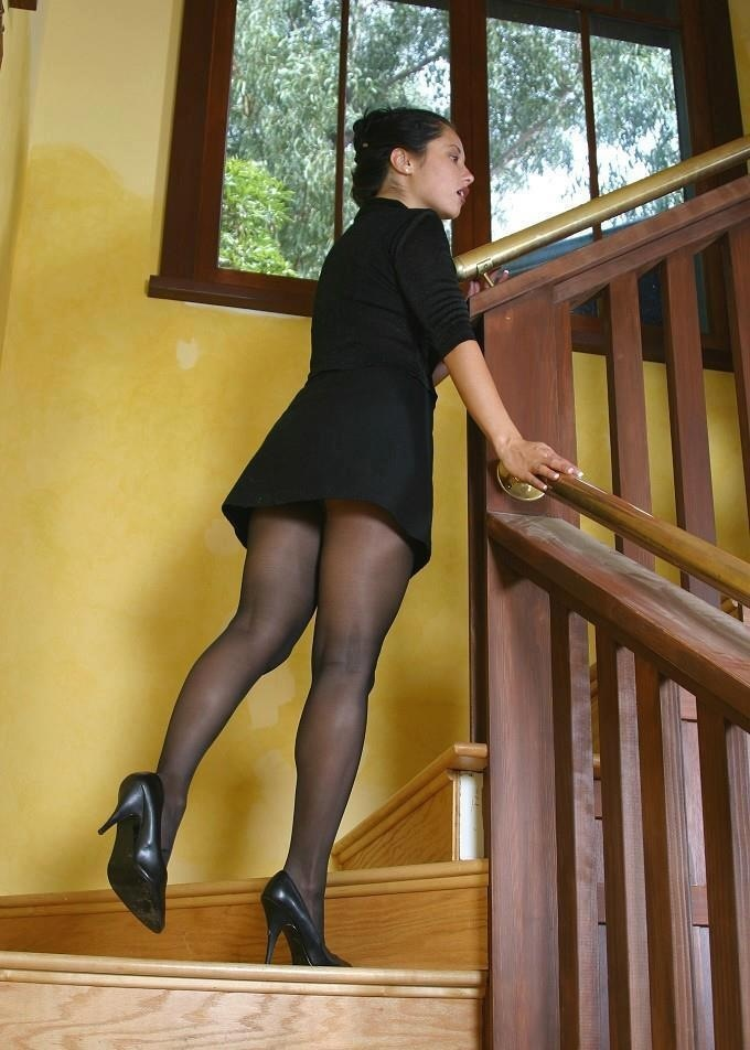 Showing Porn Images for Pantyhoses upskirt starbucks porn ...