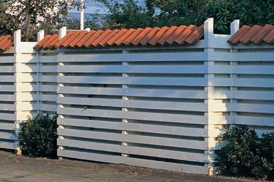Med rätt metod och rätt material så håller ditt staket hur länge som helst. Kom ihåg dessa 10 gyllene regler så slipper du göra om det efter fem eller tio år.