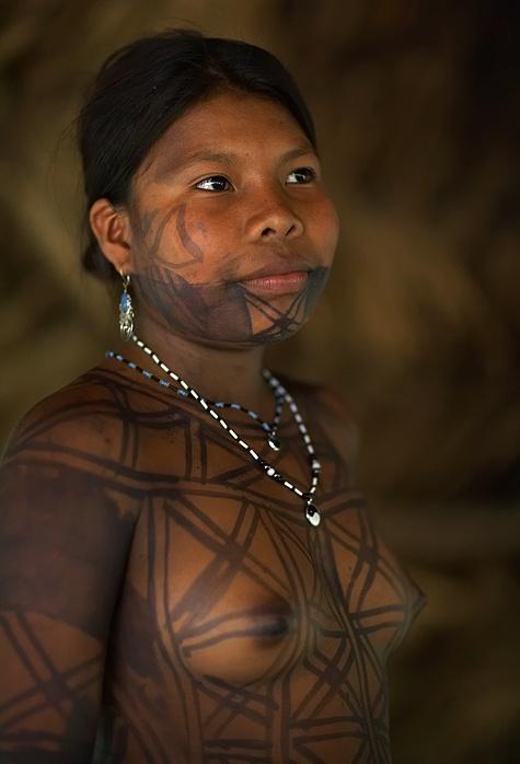Panama | Emberá Indian woman with a traditional Jagua juice tatoo. | © Sune Wendelboe