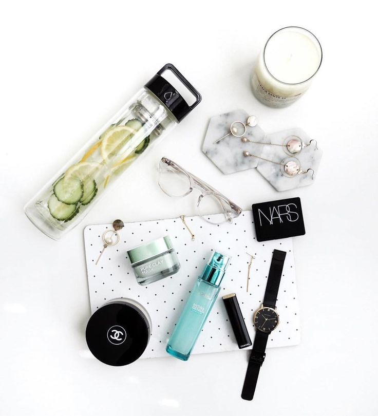 Winter times call for hydration rescue! With @ dropbottle + @ lorealskin , luckily @ vainnglory does not have to fear for dry flaky skin nobody wants to hear about! Love this amazing #flatlay by the even more amazing @ vainnglory 😍 #hydragenius #pureclaymask #detoxwater #skindrink
