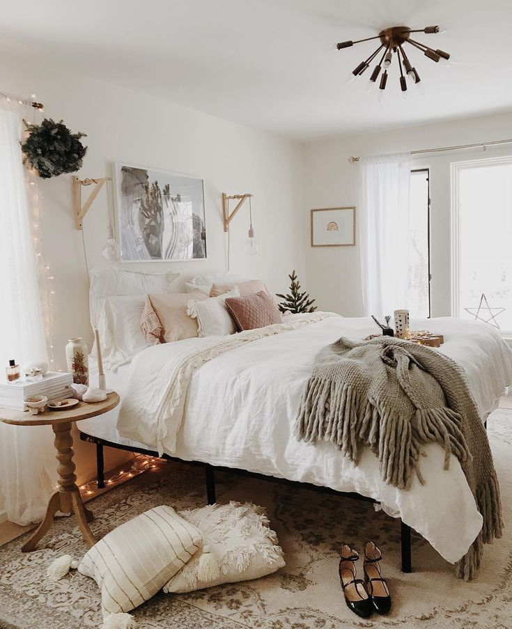 holiday hints in the bedroom by @ruffledsnob