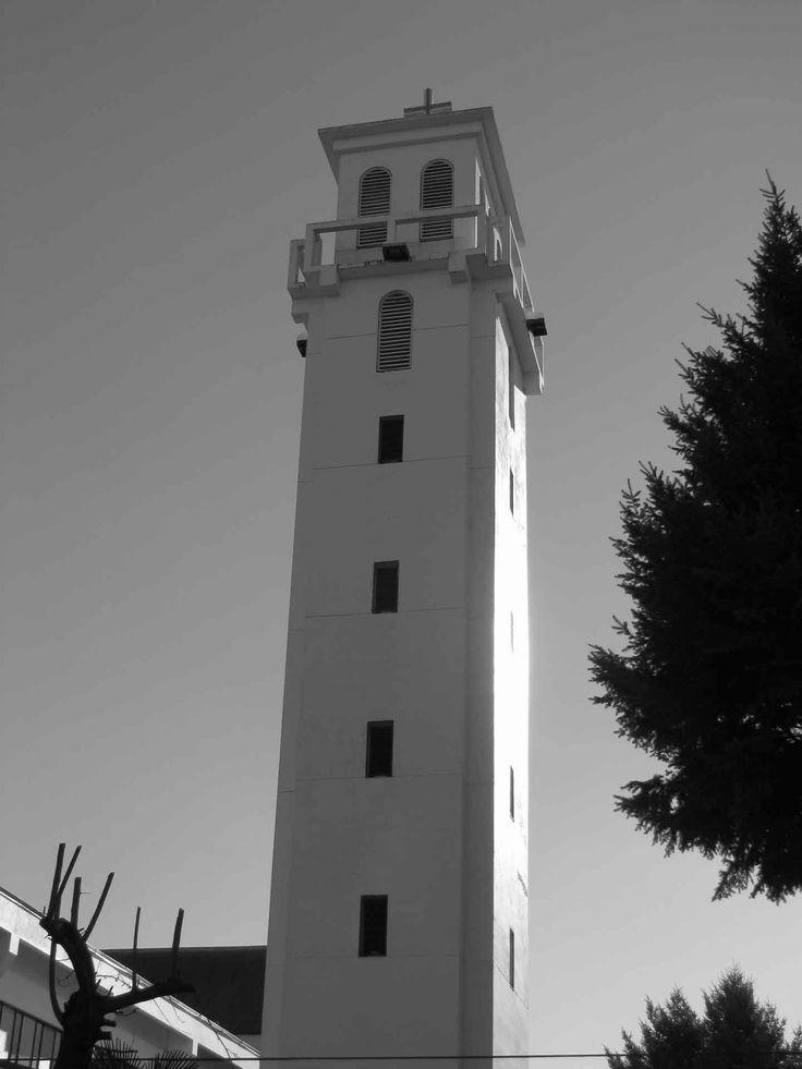 Una torre en Villarrica. // A tower in Villarrica. (IX Región)