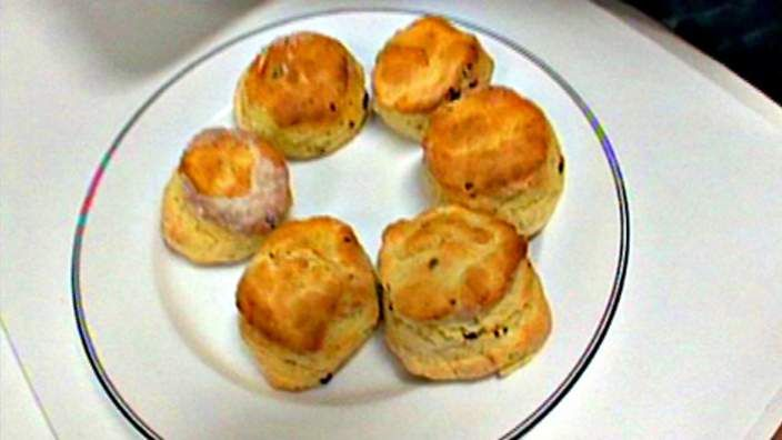 Bush tomato (akudjura) scones | This scone recipe makes for a perfect savoury afternoon snack. Bush tomato is a small native berry, when dried it has caramel-like flavour and slightly tangy acidity.