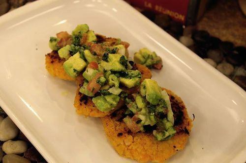 Tortitas de Camote y Garbanzo con Guacamole